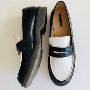 ZARA TRAFALUC 41 black + white loafers